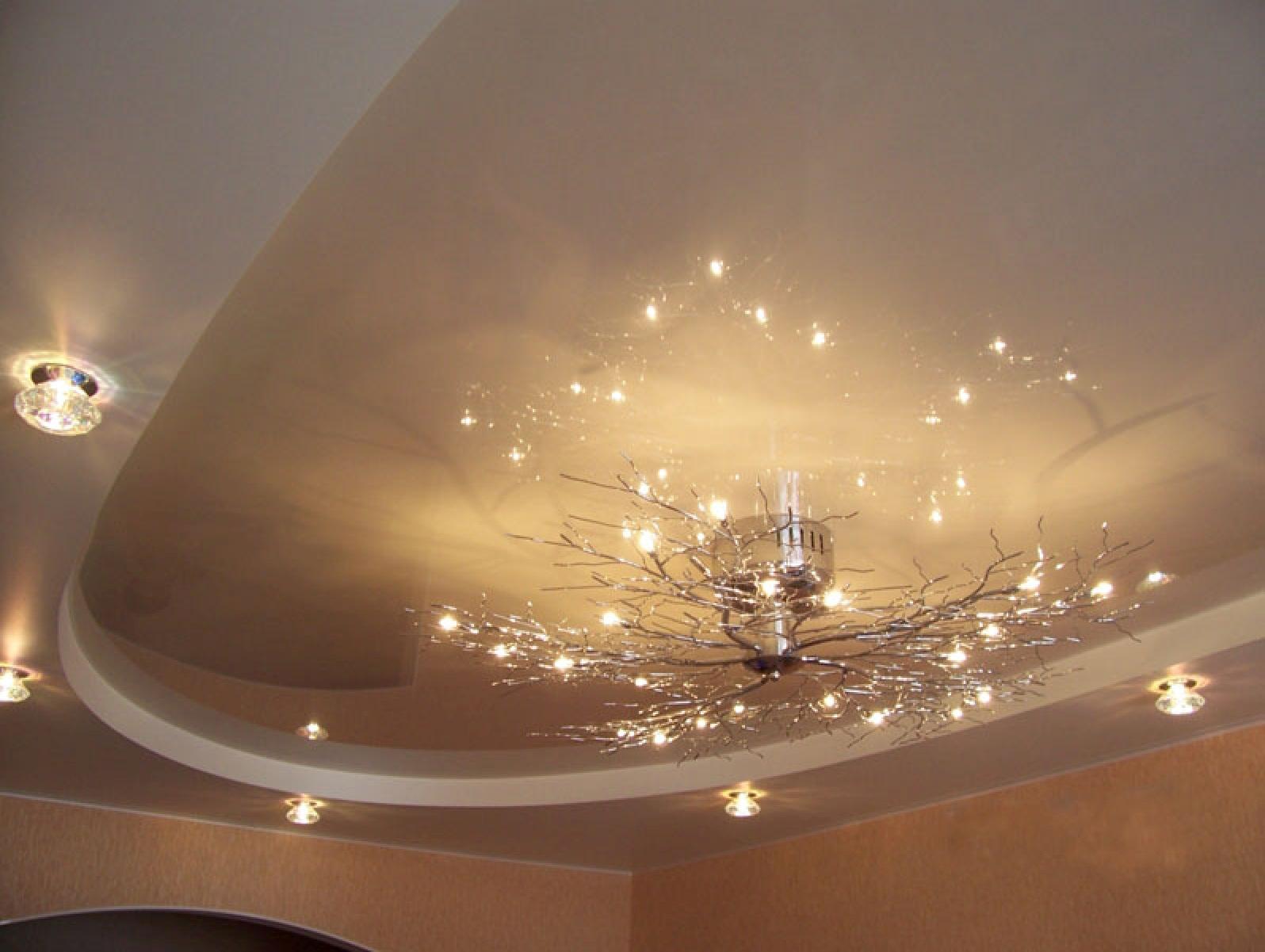 Ремонт потолка своими руками. Поклейка интерьерного багета