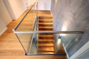 Стеклянные ограждения для лестницы в частном доме